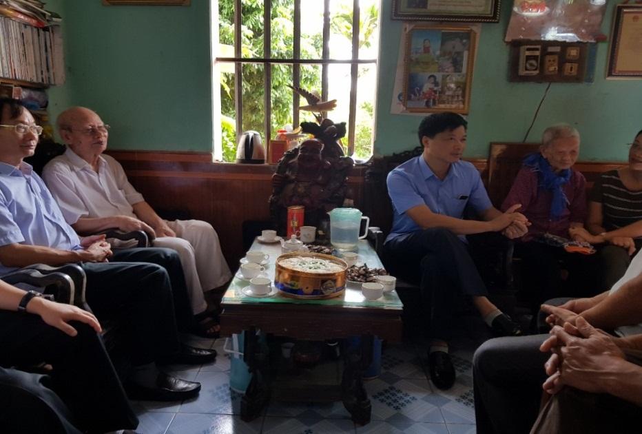 Đảng ủy và Lãnh đạo Sở Tài nguyên và Môi trường thăm hỏi và tặng quà nhân kỷ niệm ngày thương binh l